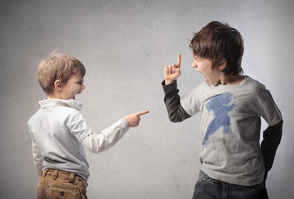 3 วิธีง่ายๆ ทำให้ลูกเลิกทะเลาะกัน !